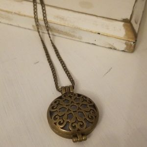 Jewelry - Oil Diffuser Necklace w/beautiful design NEW